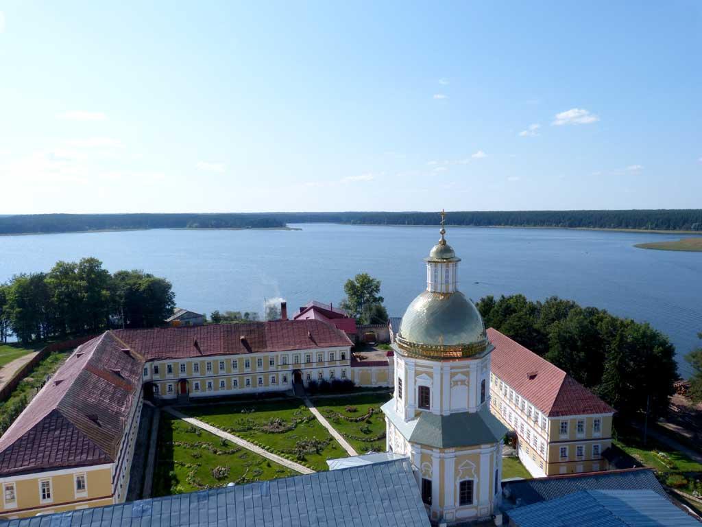 Вид на хозяйственный двор монастыря