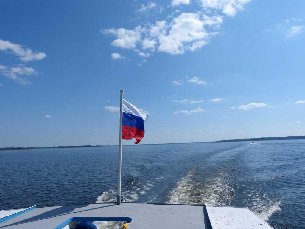 Флаг на корме нашего теплохода