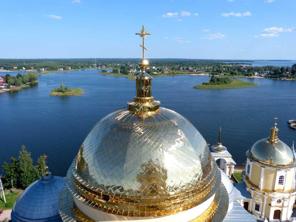 Вид на озеро с колокольни