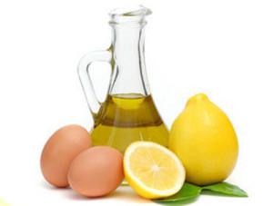 Яйцо с лимоном и оливковым маслом