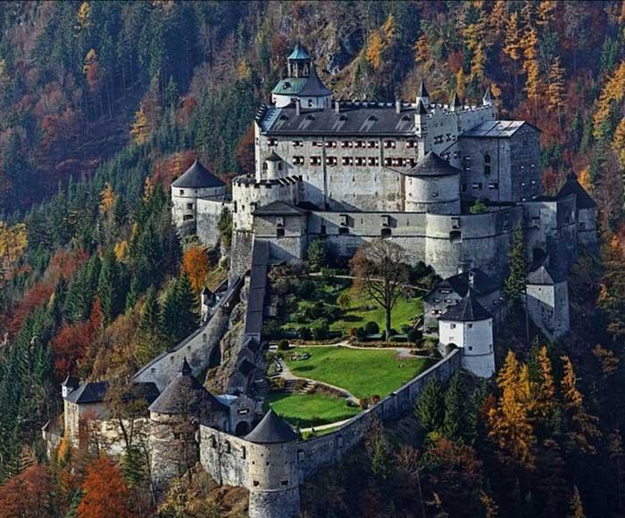 Австрия Замок-крепость Хоэнверфен