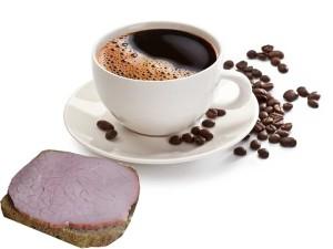 Черный кофе и бутерброд