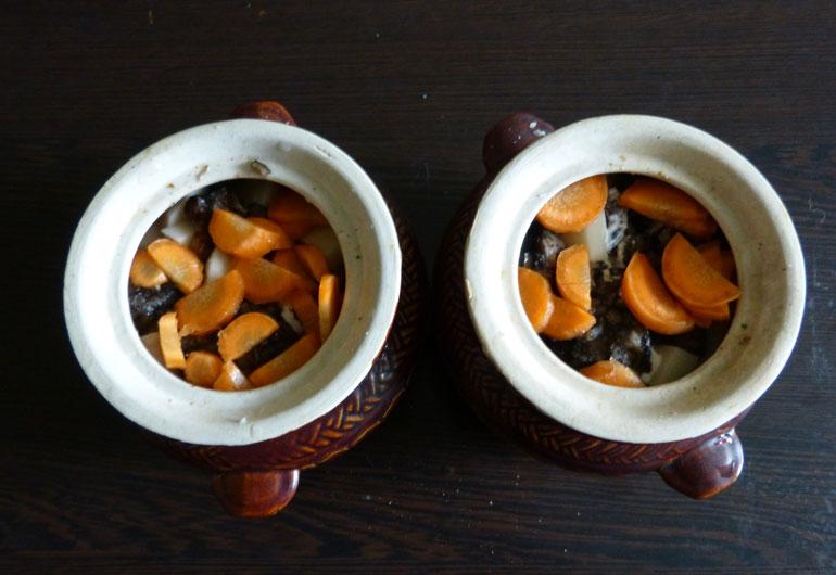 морковка в горшочке