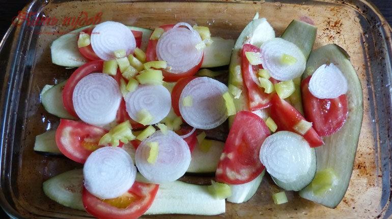 перец поверх овощей
