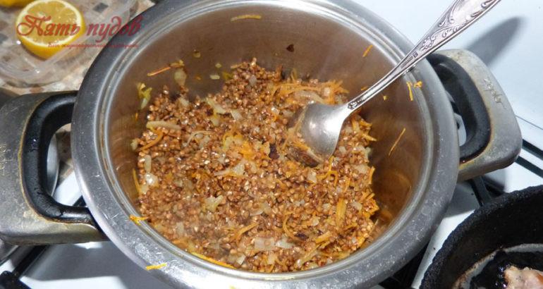 гречка и овощи в кастрюле